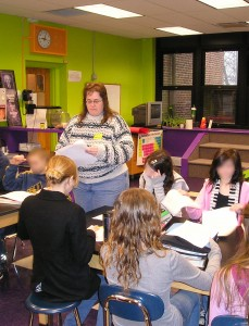 Author Mary Shafer teaches elementary students about writing